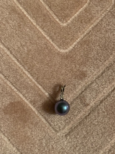 14kt white gold blue pearl pendant with diamond